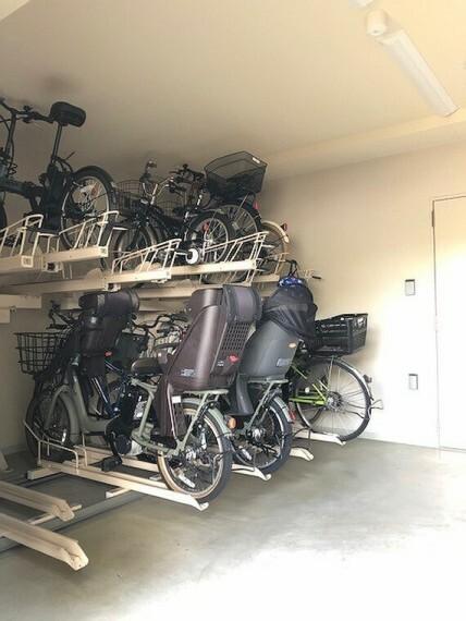 駐輪場は2段ラック式です。