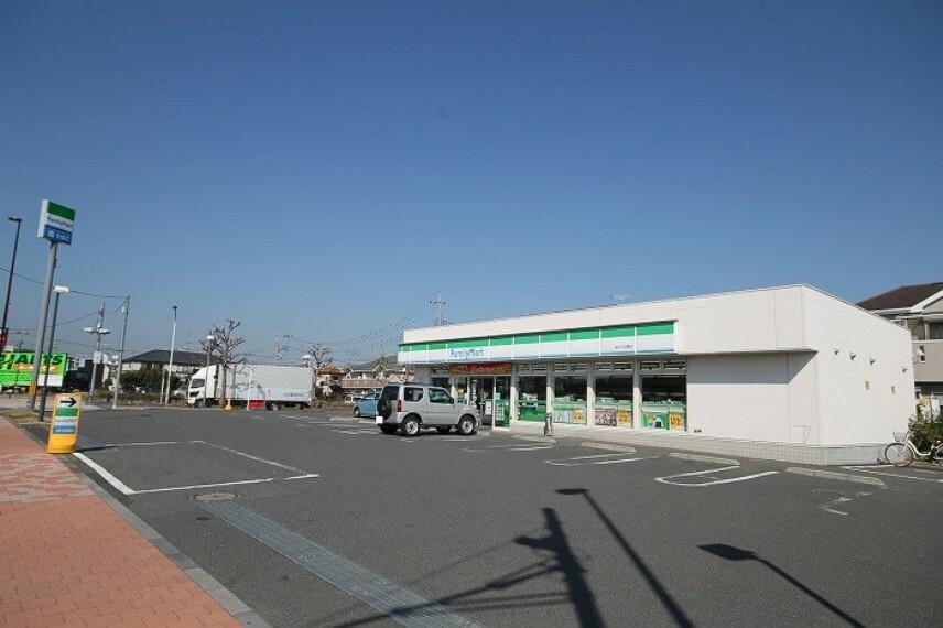 コンビニ ファミリーマート福生北田園店