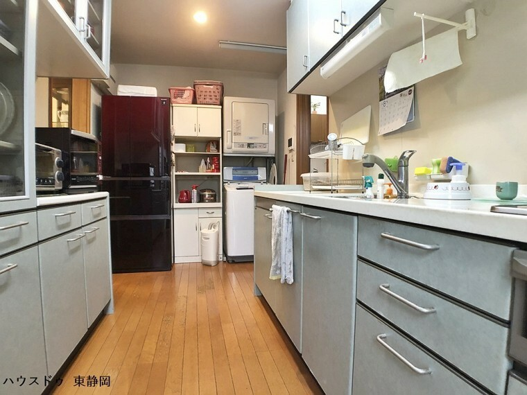 キッチン IHクッキングヒーターを使用したキッチンです。火事の危険性が下がり、お子様とも一緒にお料理を楽しめます。