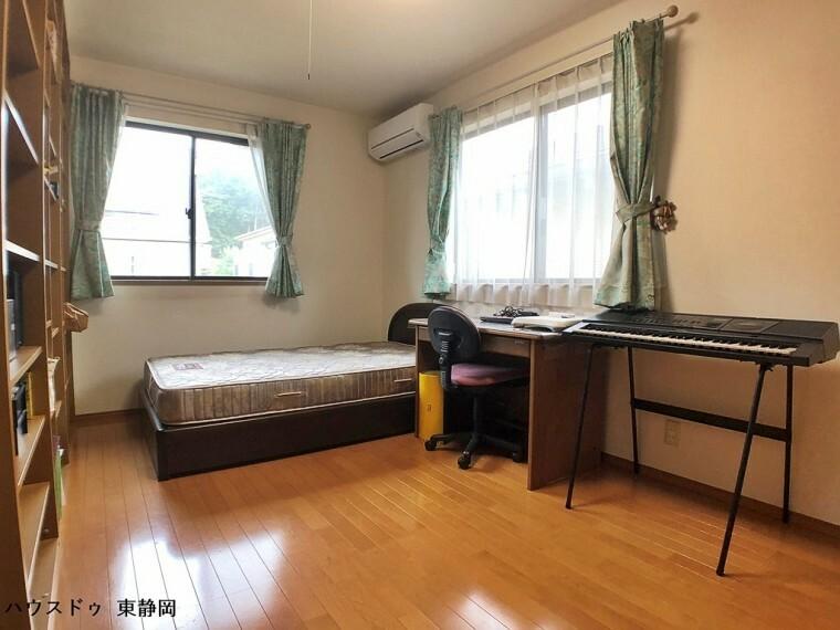 洋室 6.5帖居室。全室南東向きで6帖以上のため、家族が多くてもお部屋の取り合いになりません。