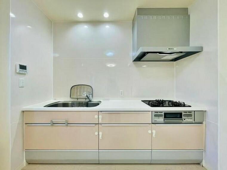 キッチン お料理の上手な方が、独壇場でお料理の腕を披露するスタイルに向いているキッチンです。