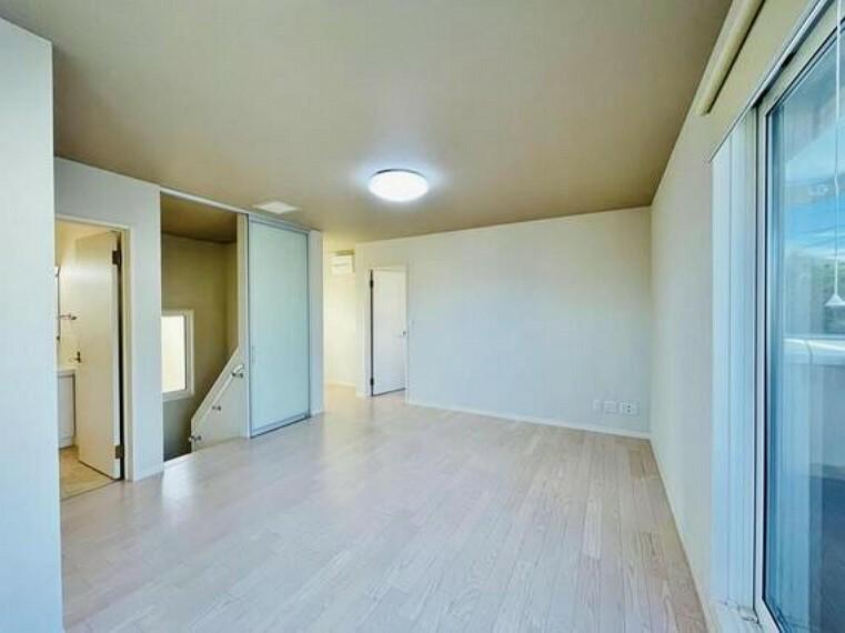 寝室 暖色系の照明は、心理的にも落ち着きを得られやすいそうです。
