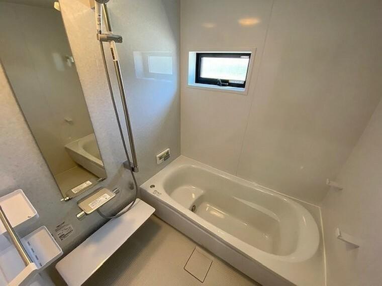 浴室 風呂・足を伸ばしてゆったり入れるバスルーム!日々の疲れをいやせますね。