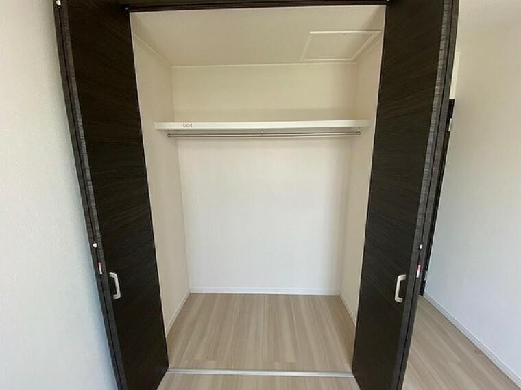収納 収納・クローゼットは、シワになりやすい洋服をかけて収納できますし、出し入れも楽々!