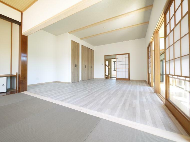 洋室 1F洋室15帖(4帖の畳コーナーあり)
