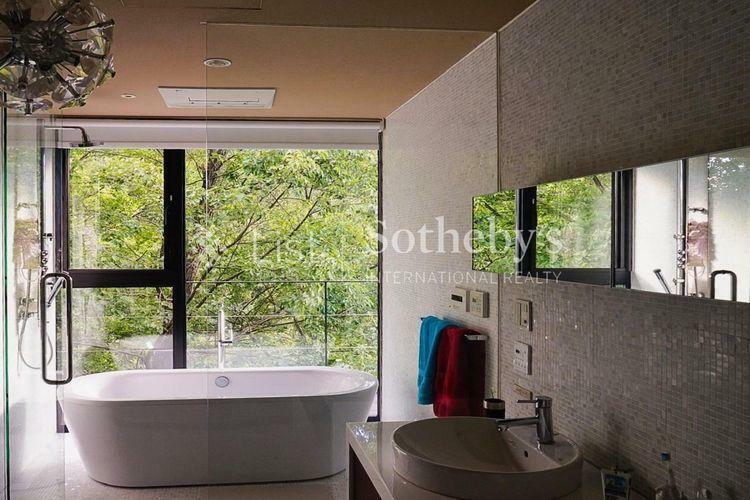 浴室 バス美しい景色を見ながら、快適なバスタイムを満喫できます。