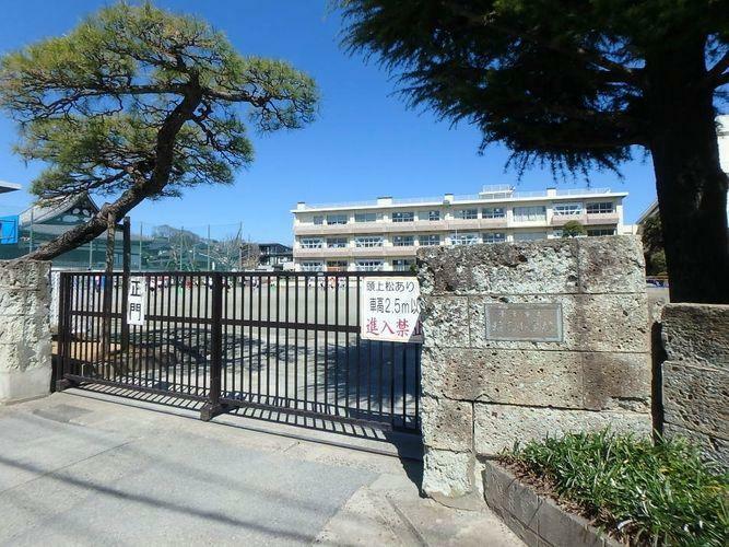 小学校 千葉市立稲毛小学校 徒歩8分。