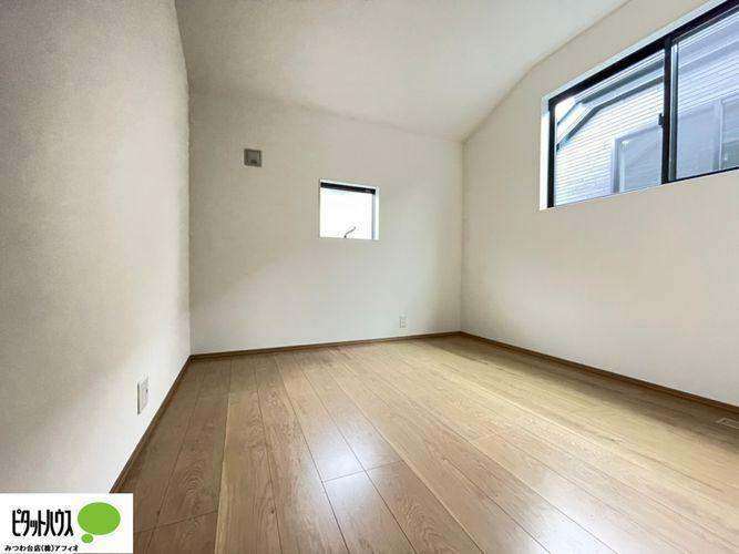 洋室 シンプルなお部屋は、それぞれの理想のイメージをかたちにしやすいですよね!