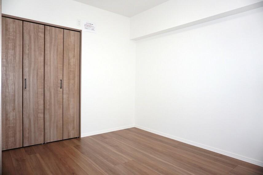 洋室 落ち着いた雰囲気の室内です