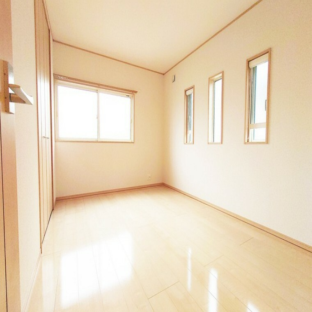 洋室 全居室二面採光!明るい室内です。