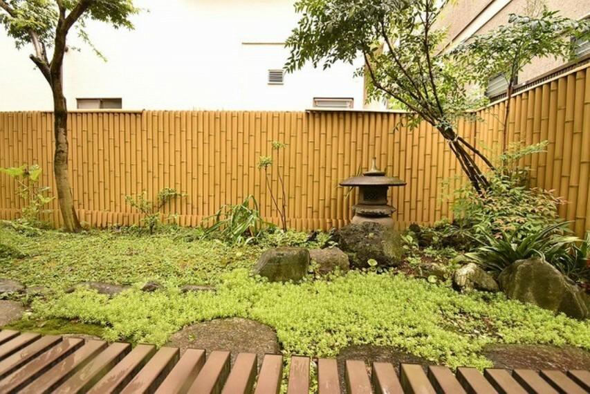 自慢の和庭園 非常にきれいに手入れされています 1階の部屋から望む事ができます