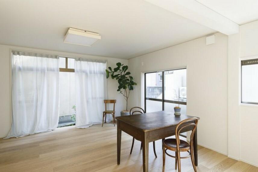 居間・リビング おしゃれな内装で内装工事のセンスの良さが感じられますね