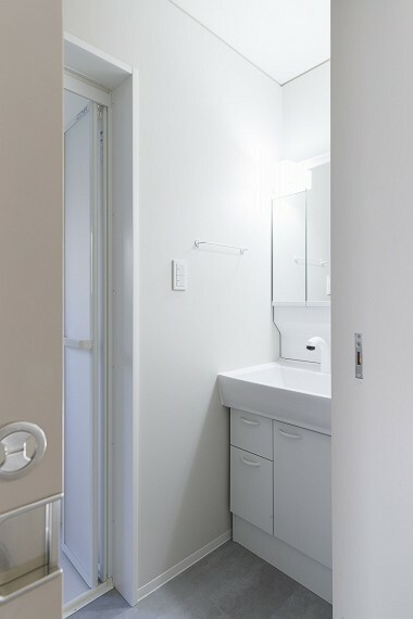 洗面化粧台 もちろん洗面台も新設されております。