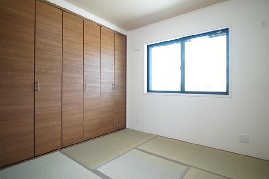心落ち着く和室もあります。
