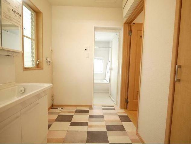 脱衣場 洗面・脱衣所は廊下・キッチンからすぐに入れる位置にあり家事動線もスムーズです。