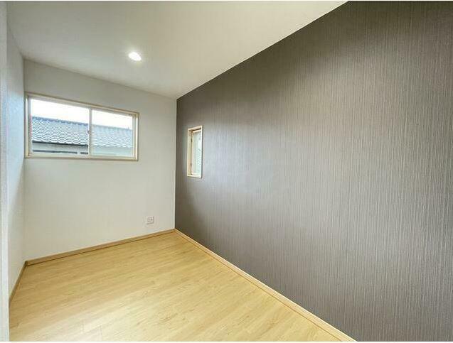 寝室 少し引っ込んだスペースがあり、デスクスペースや収納にも使えます!