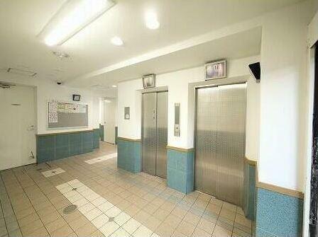 エレベーター2台あります。