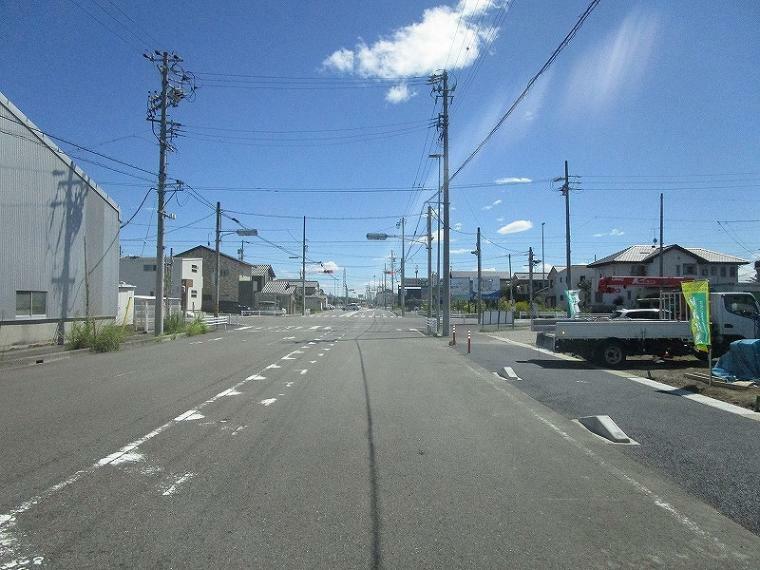 現況写真 約19mの広々前面道路 (2021年8月10日撮影)