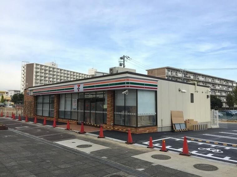 コンビニ (セブンイレブンUR村上団地店)徒歩7分
