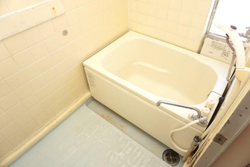 浴室 小窓付きで自然換気可能です