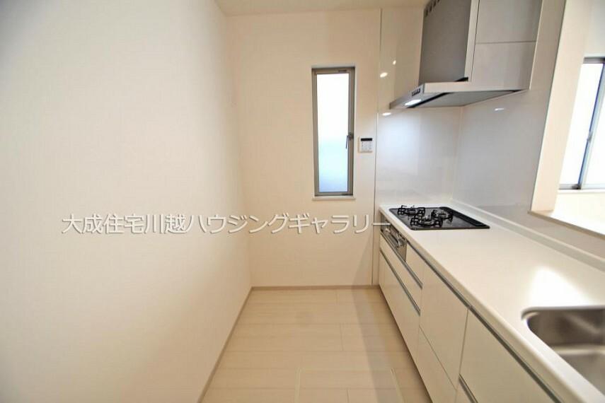 キッチン ゆったりとしたキッチンスペースです^^ 1号棟:現地写真2021.10.11撮影