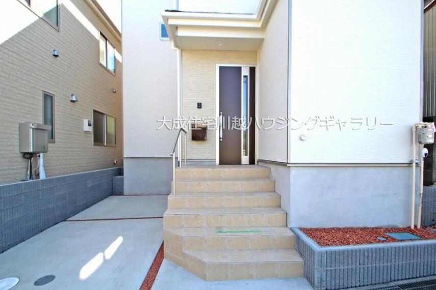 玄関 玄関ポーチ 1号棟:現地写真2021.10.11撮影