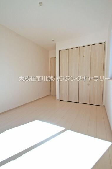 洋室 全居室に収納スペースございます。 1号棟:現地写真2021.10.11撮影