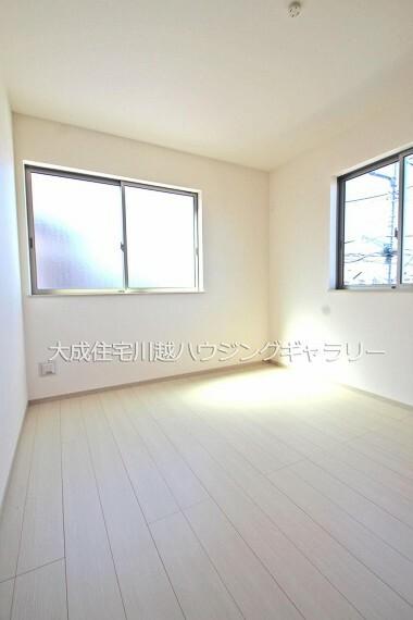 子供部屋 子供部屋にピッタリ5.2帖洋室です。 1号棟:現地写真2021.10.11撮影