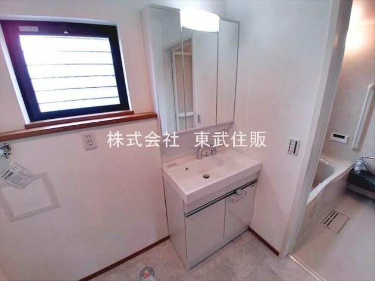 洗面化粧台 三面鏡付き洗面台