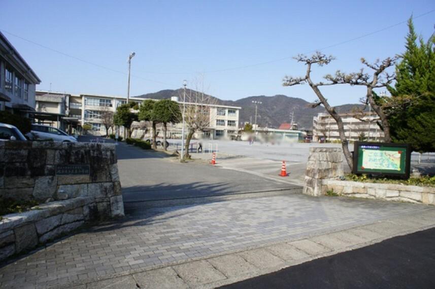 小学校 長良小学校まで徒歩約22分。(約1700m)