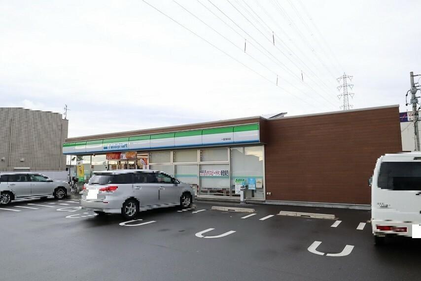 コンビニ ファミリーマート 一宮浅井店