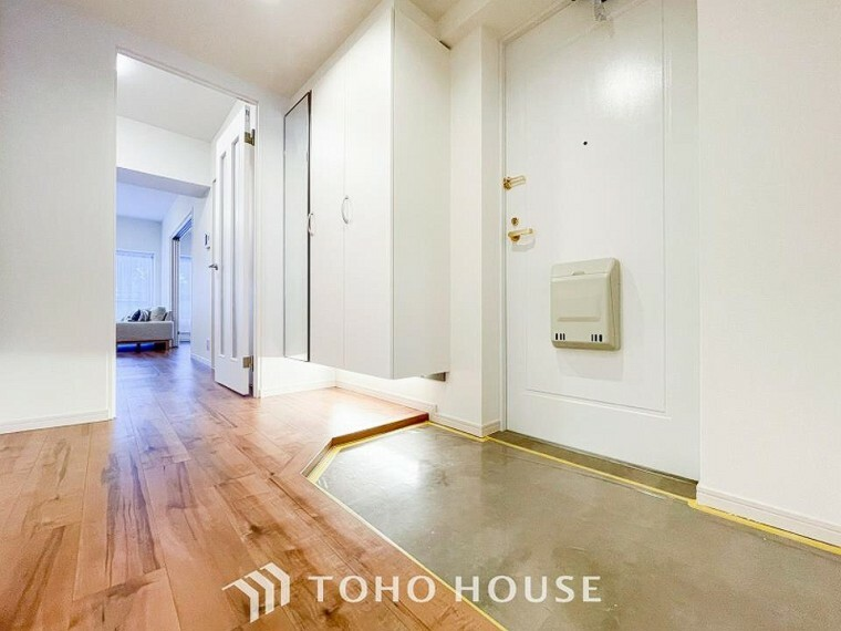 玄関 白を基調とし明るく開放感のある玄関。居住者の帰り、訪れる方を優しく迎えてくれます。