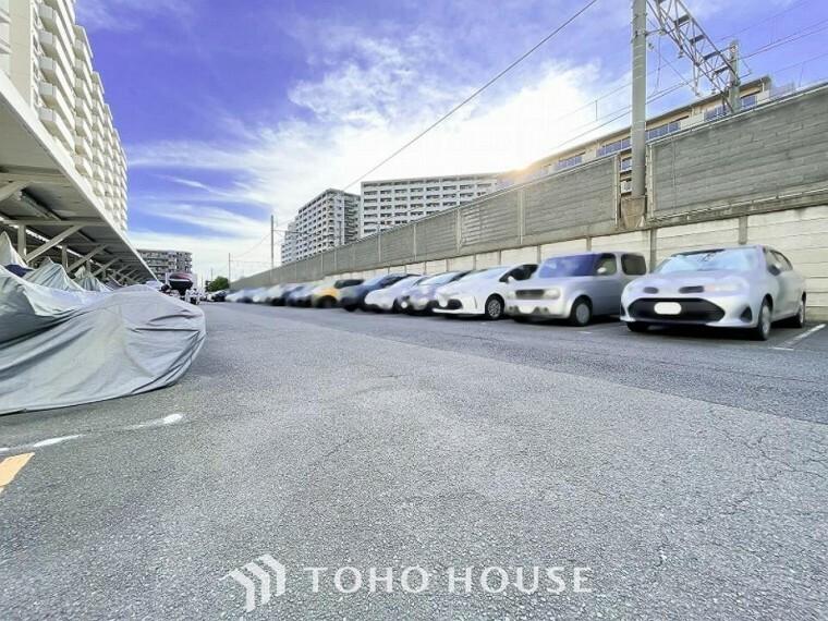 敷地内駐車場 敷地内に駐車スペースがあると、日々の暮らしのをスムーズに運ぶ事が出来ます。