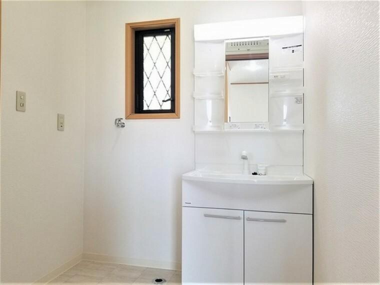 洗面化粧台 洗面・洗面用品を収納できるのも嬉しいですね。