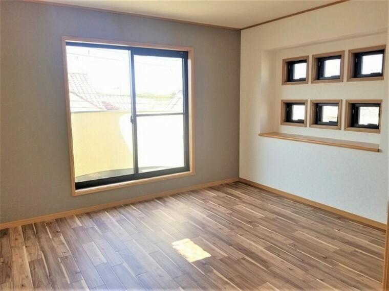 洋室 洋室・バルコニーへ続く明るく居心地の良いお部屋です。