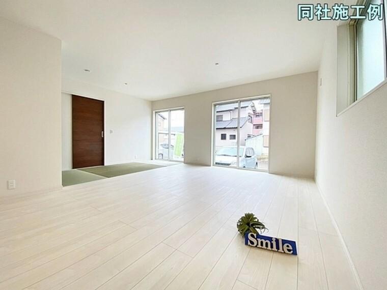 居間・リビング 広々としたリビングは家族それぞれがゆっくり過ごせる家族の空間