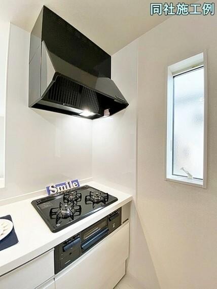 キッチン ガスコンロは全バーナーに温度センサーが搭載されたSiセンサーガスコンロです。