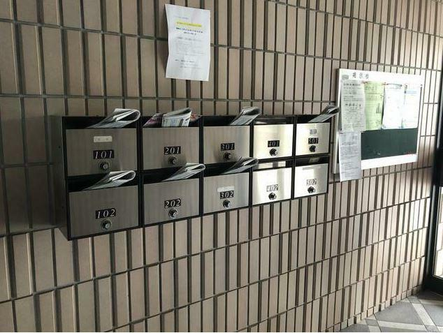 郵便受け 1階には集合ポストがあります。ドアポストで部屋に虫が入るが心配ありません。