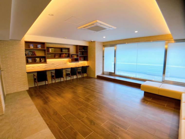 共用部には学習室や仕事部屋として利用できるライブラリーが設けてあり、落ち着いた雰囲気で過ごすことができます。