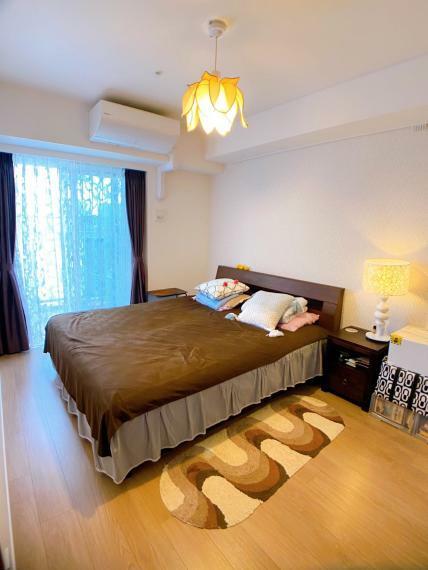 寝室 ロマンティックな主寝室約6.7帖 室内(2021年8月)撮影