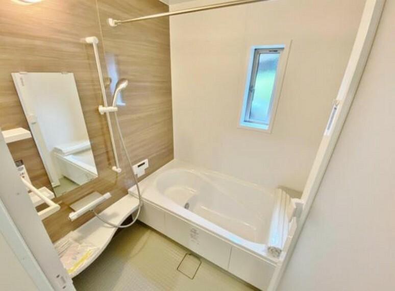 浴室 乾燥機付きの浴室は雨の日でも洗濯物が干せるので、忙しい共働きのご家庭では大活躍です。
