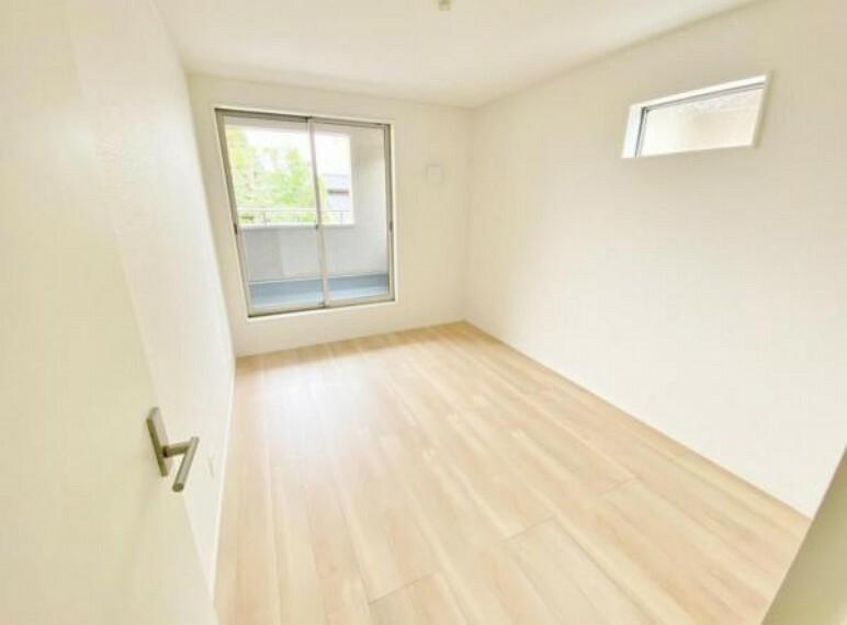 洋室 2面採光がとれる洋室は、南側に窓を設けているため、一日中明るく、気分も明るくなります。