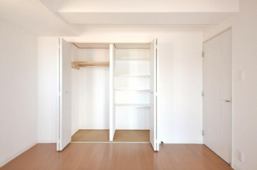 収納 洋室約6.2帖のクローゼットも新調しました。奥行や幅があり、たくさん収納可能です。