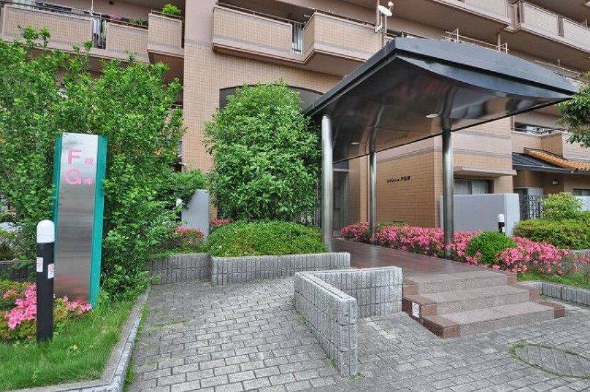 エントランスホール マンション入口。安心のオートロックのマンションです。