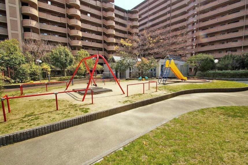 マンション隣接公園