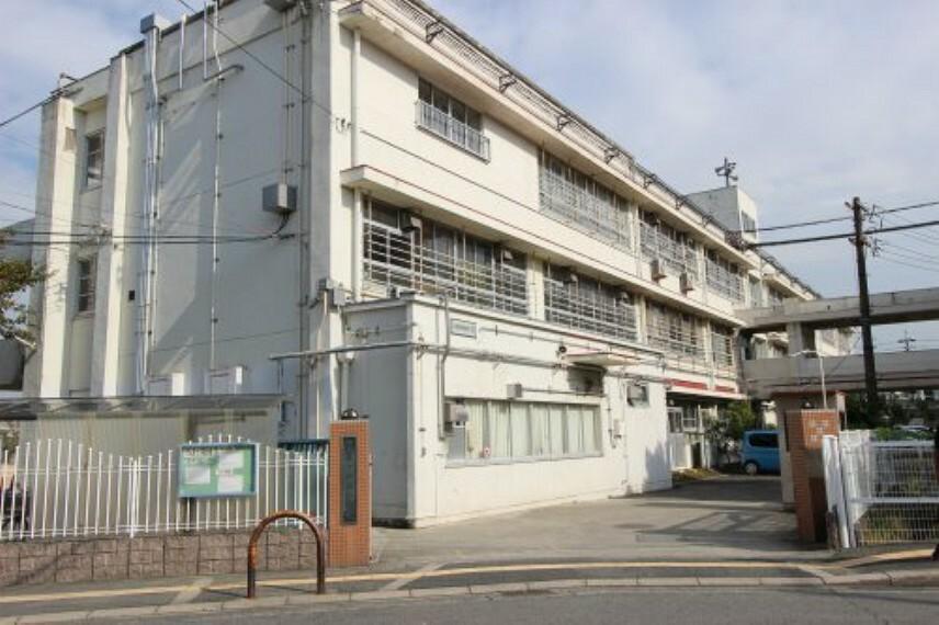 小学校 【小学校】和泉市立国府小学校まで730m