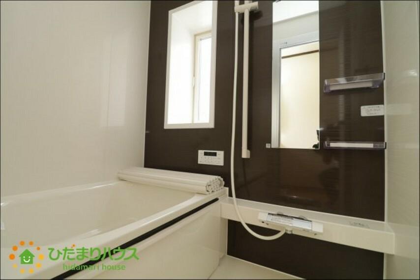 浴室 アクセントクロスがオシャレな浴室!