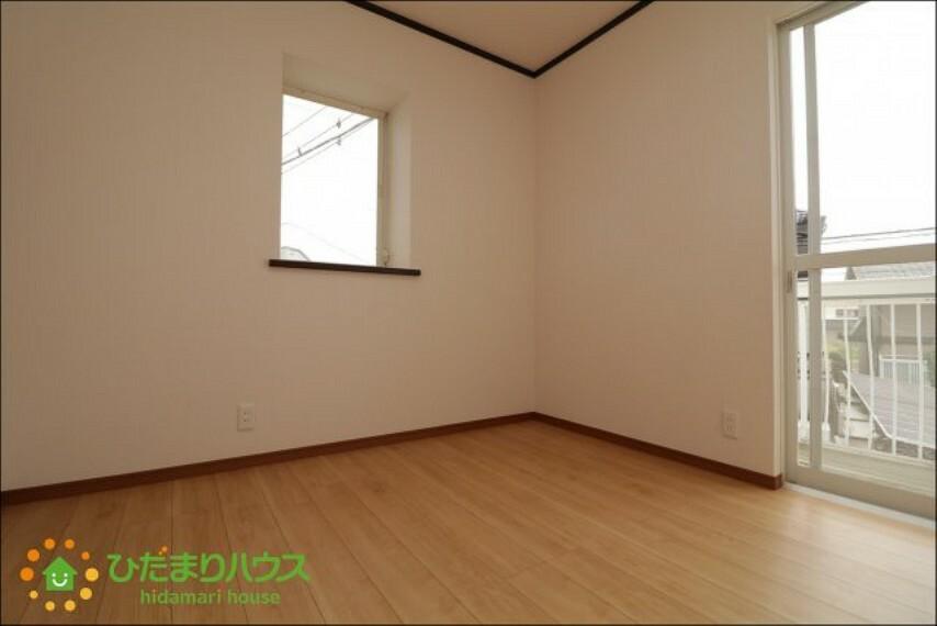 洋室 日当たり良好で明るいお部屋
