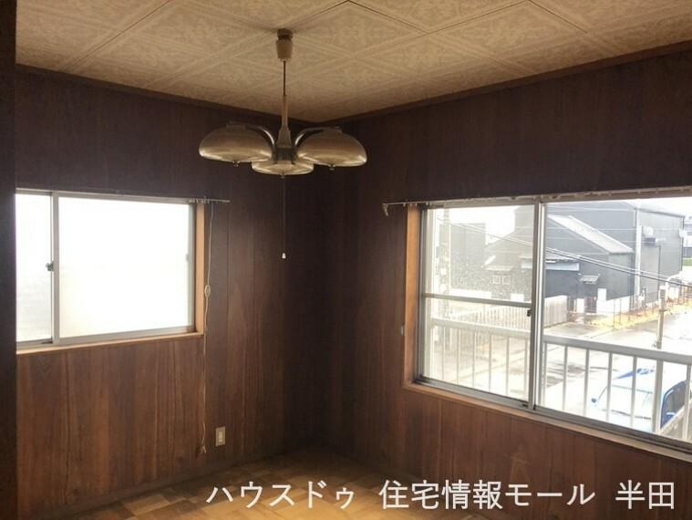 寝室 8帖洋室 2面採光で風通しも良さそうです