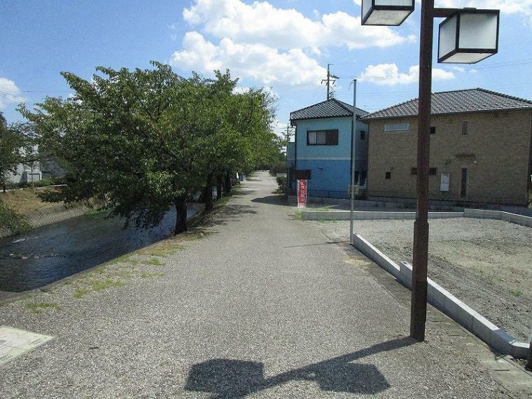 現況写真 東側前面道路(幅員約4.7m)